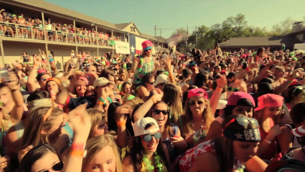 Top 10 party colleges 2016-8214